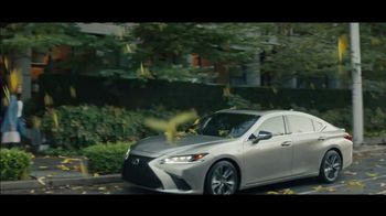 Lexus ES TV Spot, 'Bananas' Song by The Melody Aces [T2] - Thumbnail 7
