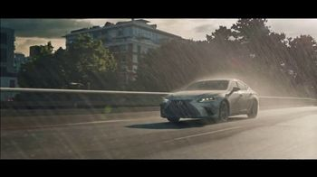 Lexus ES TV Spot, 'Bananas' Song by The Melody Aces [T2] - Thumbnail 9