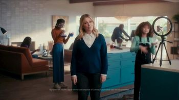XFINITY TV Spot, 'The Bennetts Get to Work: Free Upgrade' Featuring Amy Poehler - Thumbnail 1