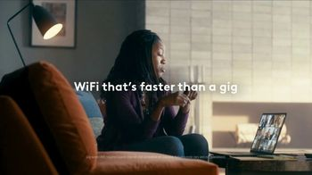 XFINITY TV Spot, 'The Bennetts Get to Work: Free Upgrade' Featuring Amy Poehler - Thumbnail 2