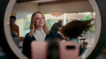 XFINITY TV Spot, 'The Bennetts Get to Work: Free Upgrade' Featuring Amy Poehler - Thumbnail 4