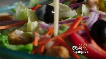 Olive Garden Never Ending Soup, Salad and Breadsticks TV Spot, 'Primer plato ilimitado' [Spanish] - Thumbnail 1