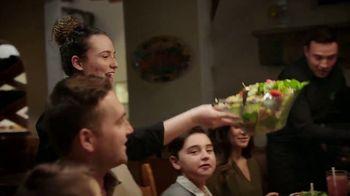 Olive Garden Never Ending Soup, Salad and Breadsticks TV Spot, 'Primer plato ilimitado' [Spanish] - Thumbnail 5
