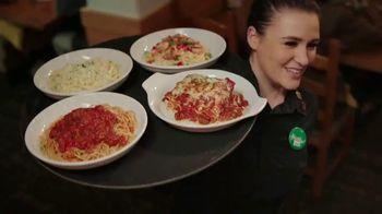 Olive Garden Never Ending Soup, Salad and Breadsticks TV Spot, 'Primer plato ilimitado' [Spanish] - Thumbnail 7