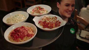 Olive Garden Never Ending Soup, Salad and Breadsticks TV Spot, 'Primer plato ilimitado' [Spanish] - Thumbnail 8