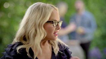 Blue Moon LightSky TV Spot, 'Housewarming' Featuring Rachael Harris - Thumbnail 4