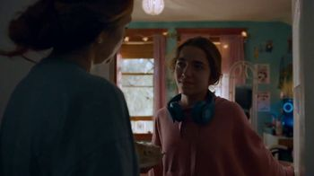 Cox Communications Panoramic Wifi TV Spot, 'A Break From Her Break-Up' Song by Francesca Blanchard - Thumbnail 8