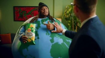 Lay's Kettle Cooked TV Spot, 'Get Lost in the Crunch' Featuring Marshawn Lynch - Thumbnail 8