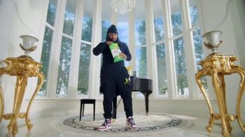Lay's Kettle Cooked TV Spot, 'Get Lost in the Crunch' Featuring Marshawn Lynch - Thumbnail 2