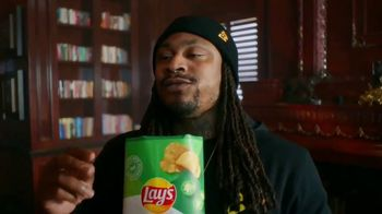 Lay's Kettle Cooked TV Spot, 'Get Lost in the Crunch' Featuring Marshawn Lynch - Thumbnail 6