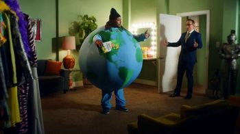 Lay's Kettle Cooked TV Spot, 'Get Lost in the Crunch' Featuring Marshawn Lynch - Thumbnail 7
