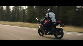 GEICO Motorcycle TV Spot, 'Lining the Field' Song by The Foundations - Thumbnail 2
