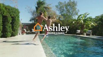 Ashley HomeStore Memorial Day Sale TV Spot, 'Hasta 30% de descuento' [Spanish] - Thumbnail 1