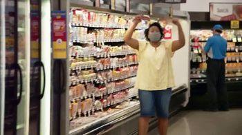 Food Lion, LLC TV Spot, 'Grab a Little Local Goodness: Hometown' - Thumbnail 4
