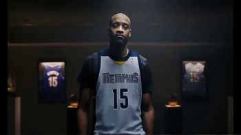 Hotels.com TV Spot, 'NBA: Changing Plans' Featuring Vince Carter - Thumbnail 6