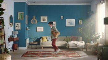 Expedia Travel Week TV Spot, 'Expedia Gets You Out' - Thumbnail 3