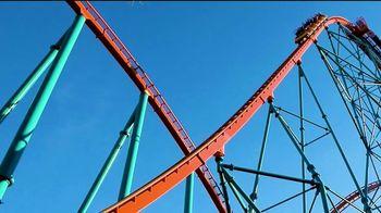 Six Flags Over Texas TV Spot, 'Libera tus emociones' [Spanish] - Thumbnail 1
