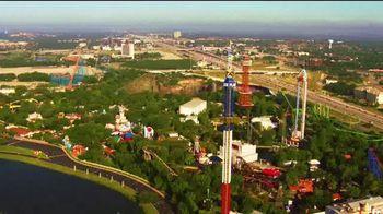 Six Flags Over Texas TV Spot, 'Libera tus emociones' [Spanish] - Thumbnail 2