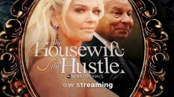 Hulu TV Spot, 'The Housewife & the Hustler' Song by Fergie - Thumbnail 8