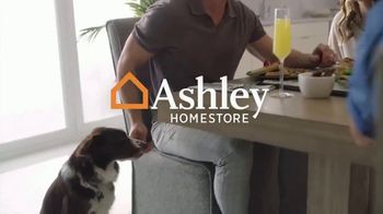 Ashley HomeStore TV Spot, 'Modern Refinery: un lujo asequible' [Spanish] - Thumbnail 9