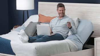 Rooms to Go TV Spot, 'Change the Way You Sleep: Free Adjustable Base' Featuring Jesse Palmer - Thumbnail 10