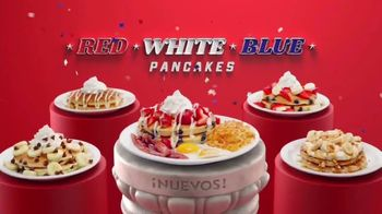 Denny's Red, White & Blue Pancakes TV Spot, 'Panqueques del mes' [Spanish]