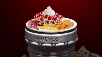Denny's Red, White & Blue Pancakes TV Spot, 'Panqueques del mes' [Spanish] - Thumbnail 4