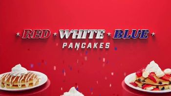 Denny's Red, White & Blue Pancakes TV Spot, 'Panqueques del mes' [Spanish] - Thumbnail 7