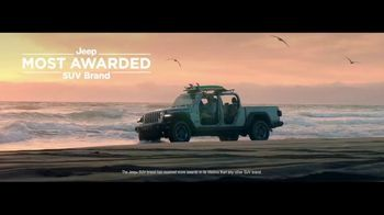 Jeep Freedom Days TV Spot, 'One Family' [T2] - Thumbnail 4
