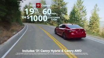 Toyota Run the Numbers Summer Getaway TV Spot, 'Time to Get Away: Sedans' [T2] - Thumbnail 6