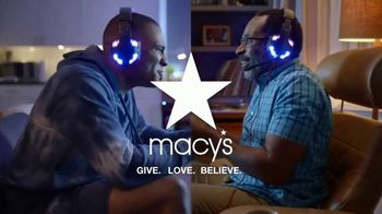 Macy's Father's Day Sale TV Spot, 'Get Dad the Perfect Gift: 25% off Favorite Designers' - Thumbnail 7