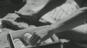 White Claw Hard Seltzer Iced Tea TV Spot, 'Surfing' Song by LUCIA - Thumbnail 7