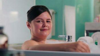 Hotwire TV Spot, 'Live in a Bathtub' - Thumbnail 1