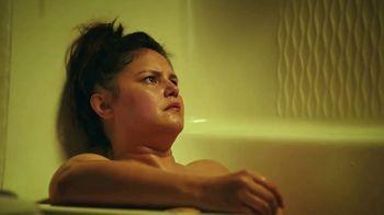 Hotwire TV Spot, 'Live in a Bathtub' - Thumbnail 3