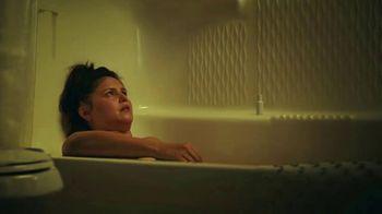 Hotwire TV Spot, 'Live in a Bathtub' - Thumbnail 4