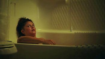 Hotwire TV Spot, 'Live in a Bathtub' - Thumbnail 5