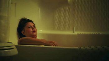 Hotwire TV Spot, 'Live in a Bathtub' - Thumbnail 6