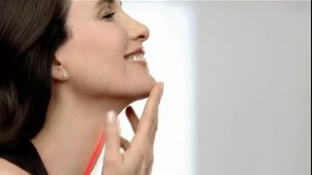 L'Oreal Revitalift TV Spot Featuring Andie MacDowell - 5 commercial airings