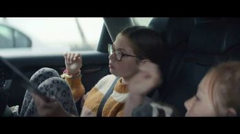 Apple iPad TV Spot, 'Navidad: la sorpresa' canción de Michael Giacchino [Spanish] - Thumbnail 2