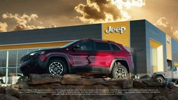 Jeep Black Friday Sales Event TV Spot, 'Employee Pricing Plus' Song by Confetti [T2] - Thumbnail 4