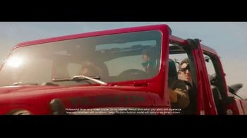 2020 Jeep Gladiator TV Spot, 'Seats: Snow' Song by Zayde Wolf [T2] - Thumbnail 2