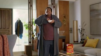 Honey Nut Cheerios TV Spot, 'Dance Break' Featuring Leslie David Baker - Thumbnail 5