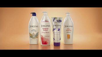 Jergens Original Scent TV Spot, 'Dust Bowl Elbows: Lavender' Feat. Leslie Mann, Maude Apatow - Thumbnail 8