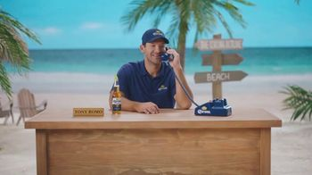 Corona Extra TV Spot, 'Bracket Problems' Featuring Tony Romo, Kenny Smith - Thumbnail 2