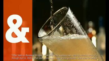 Dave and Buster's 10 Wings for $8.99 TV Spot, 'Sitting Barside' - Thumbnail 5