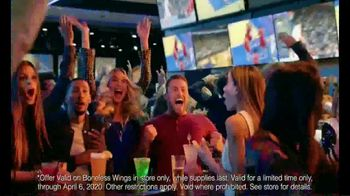 Dave and Buster's 10 Wings for $8.99 TV Spot, 'Sitting Barside' - Thumbnail 6