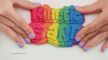 Kinetic Sand Rainbow Mix Set TV Spot, 'Rainbow Surprises' - Thumbnail 2