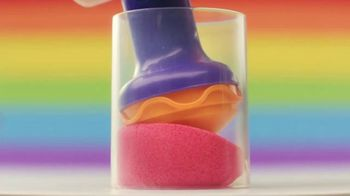 Kinetic Sand Rainbow Mix Set TV Spot, 'Rainbow Surprises' - Thumbnail 5
