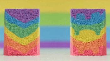 Kinetic Sand Rainbow Mix Set TV Spot, 'Rainbow Surprises' - Thumbnail 7