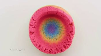 Kinetic Sand Rainbow Mix Set TV Spot, 'Rainbow Surprises' - Thumbnail 8